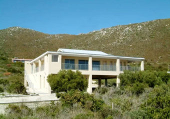 Lovely, large and relaxing holiday home with sea and mountain views