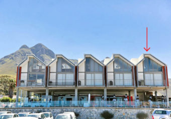 Luxury seafront apartment situated in the heart of the popular Kleinmond harbour area