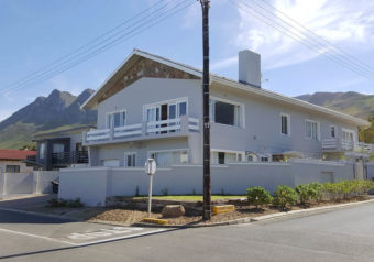Only a few minutes stroll from the main beach, golf course and hiking trails